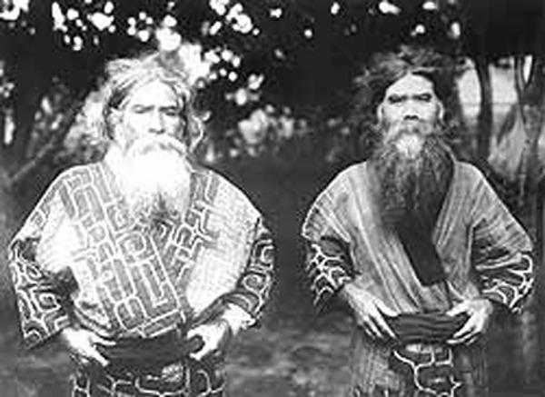 На Японских островах айны появились около 13 тыс. лет до н. э. и создали неолитическую культуру Дзёмон.
